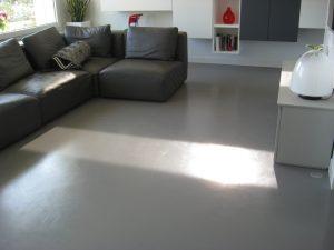 Betonvloer coating in de woonkamer